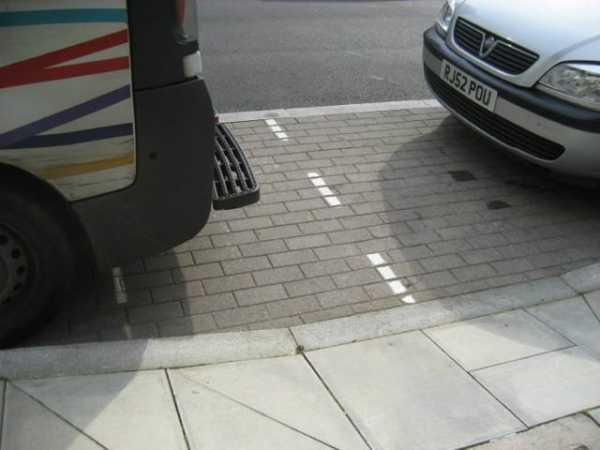 Дистанция между машинами: какая должна быть по пдд в городе в метрах, при движении на трассе, на светофоре, в составе колонны